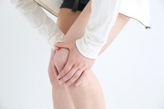 スポーツ障害の辛い症状に悩む女性