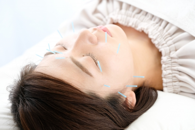鍼灸施術で全身を調整して血行を向上させ症状を改善します
