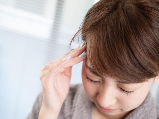 姿勢の悪さや不規則な生活習慣も頭痛の原因になります